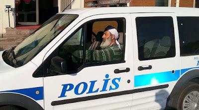 Bayramiç'te Sarıklı, Sakallı Polis Şaşkınlığı
