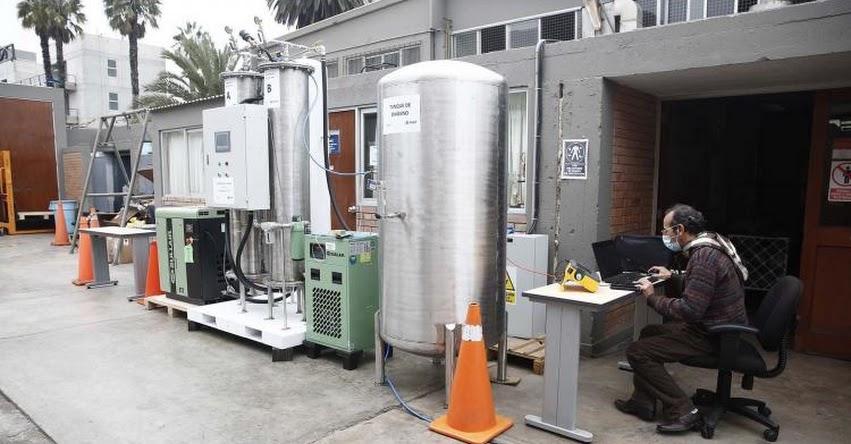 Autorizan fabricación de planta generadora de oxígeno de bajo costo diseñada por la Pontificia Universidad Católica del Perú - PUCP