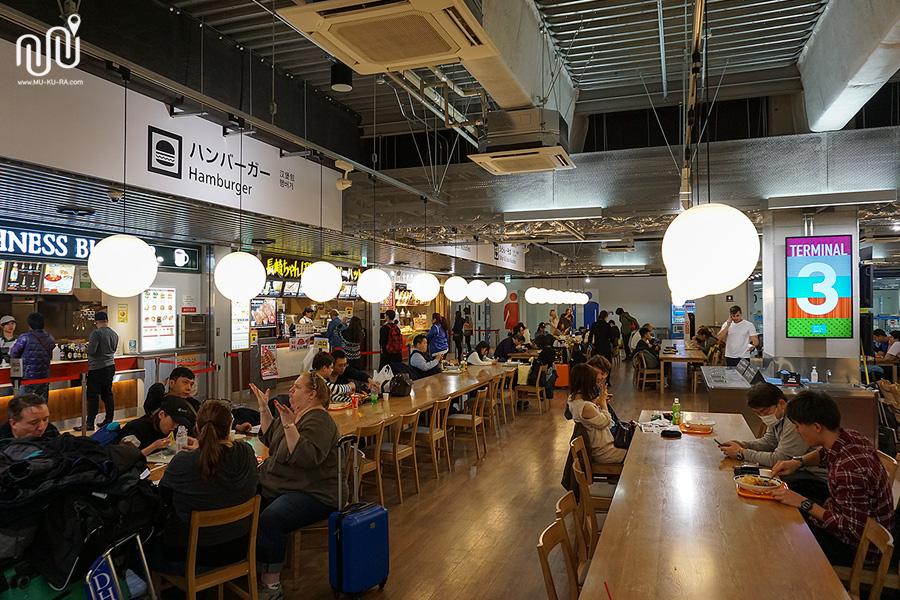 food court ที่ Narita Airport Terminal 3