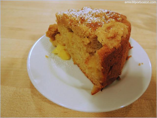 Porción de Bizcocho de Manzana en la Clase de Cocina