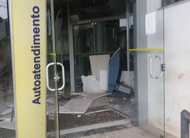 Agência foi explodida na madrugada desta terça-feira (3) (Foto: Alex Barbosa/Coração Notícias)