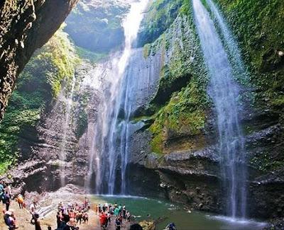 Membahas soal wisata yang ada di jawa timur memang tidak ada habisnya Info 10 Spot Menarik Air Terjun Madakaripura Yang Luar Biasa