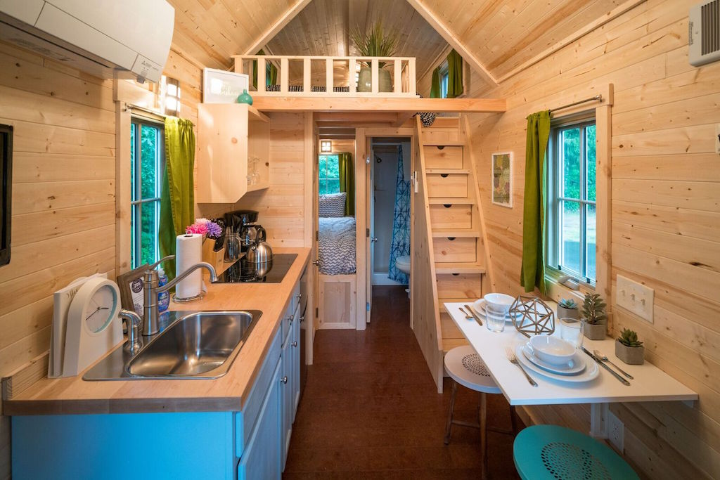 zoe of mt hood village resort - Tiny House Stairs 2