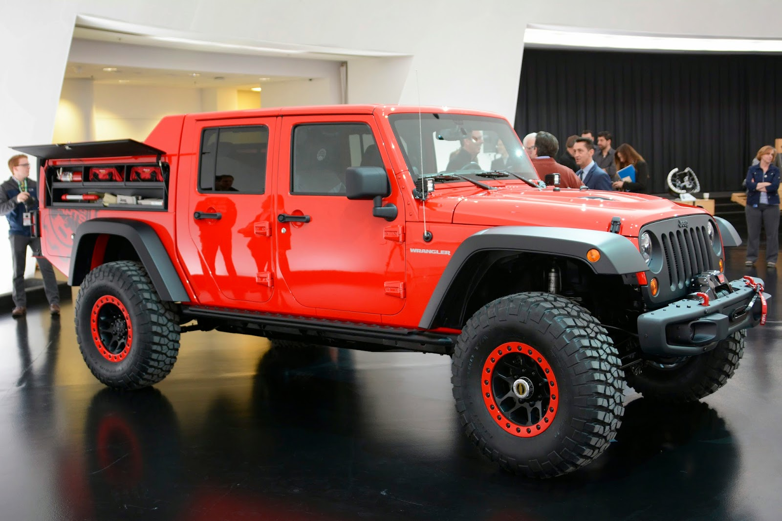 automotiveblogz jeep wrangler red rock responder concept. Black Bedroom Furniture Sets. Home Design Ideas