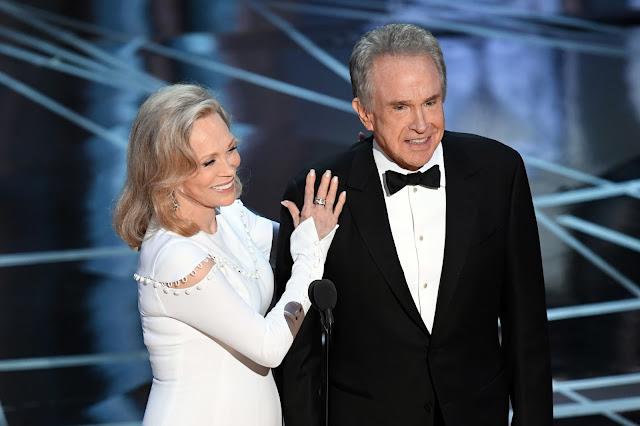 Faye Dunaway y Warren Beatty en los Oscar