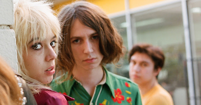 Video: Starcrawler - Chicken Woman (En Vivo)
