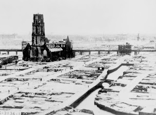 Rotterdam tras el bombardeo de 1940 Restos de Sint Laurenskerk