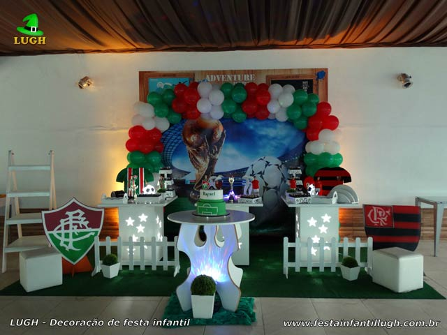 Tema Futebol Decoração da mesa do bolo para festa de aniversário - Mesa temática decorada na Barra da Tijuca - RJ