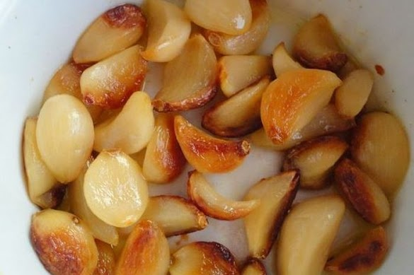 Inilah yang Akan Tėrjadi Jika Rutin Makan 6 Siung Bawang Putih Panggang Sėtiap Hari