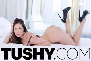 Tushy : Miss Tushy ( 2015 )