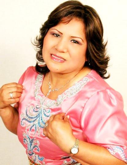 Foto de Perlita de Huaral con vestimenta rosada