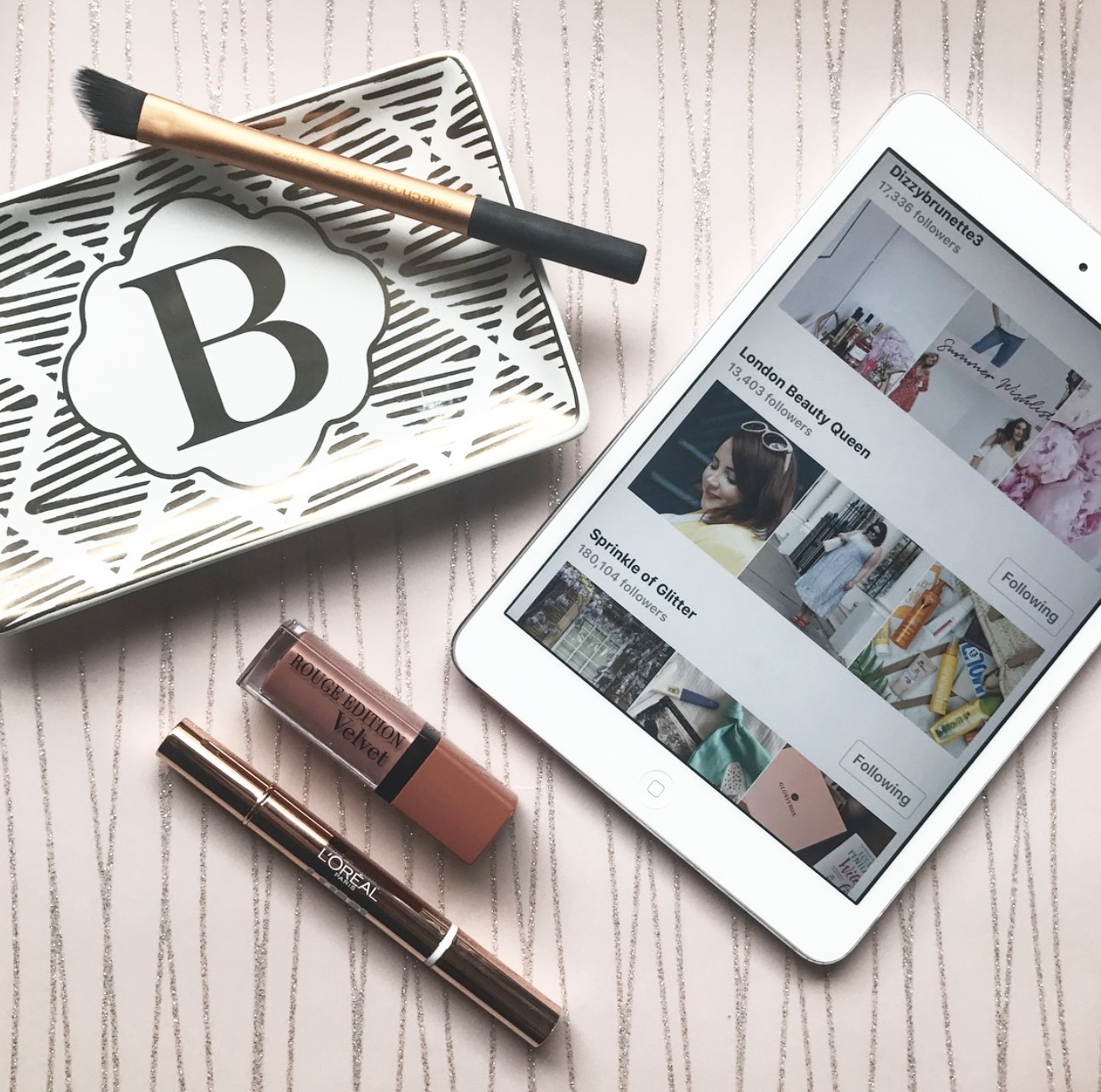 Top bloggers and vloggers