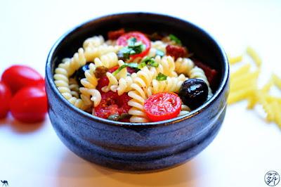 Le Chameau Bleu - Blog De Cuisine et Voyage - Recette de salade de pâtes aux tomates séchées et Ngo Gai