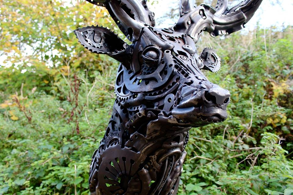 24-Stag-Alan-Williams-Animals-Sculptured-with-Recycled-and-Upcycled-Metal-www-designstack-co