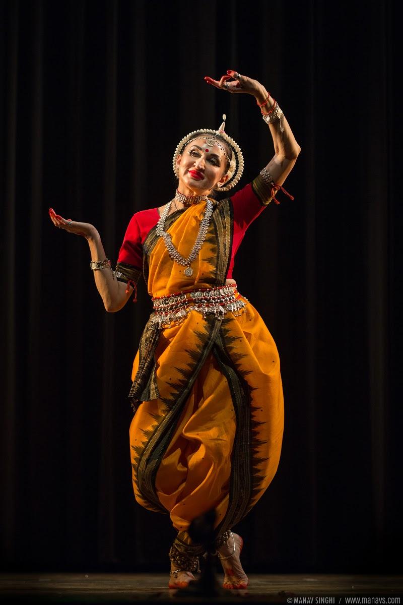 """Kamboj Pallavi"" Odissi Dance by Ukrainian Dancers Okasana Suslova, Velentina Veles and Alina Zagorska."