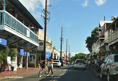 Lahaina bike traffic