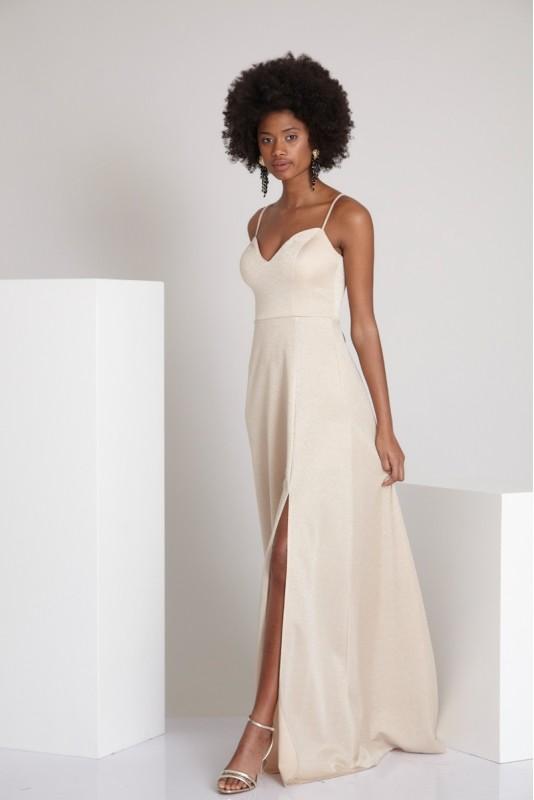 80e4b887e5971 Genel olarak düğün, nişan, özel davetler ve şık organizasyonlarda tercih  edilen abiye modelleri rengarenk tasarımları, kaliteli kumaş dokusu ve  rahat ...