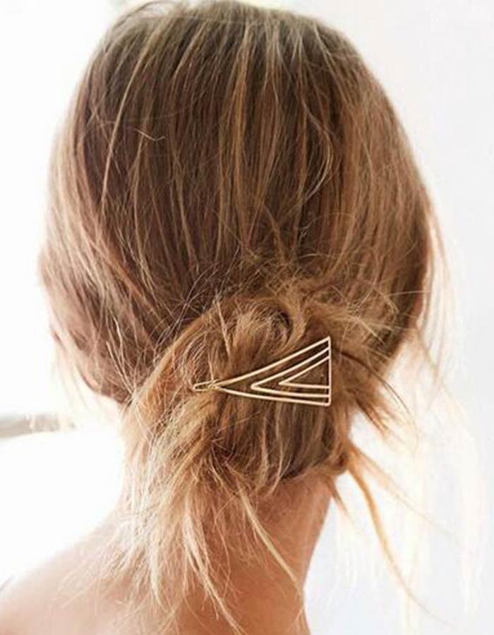Acessório para cabelo metálico triangular