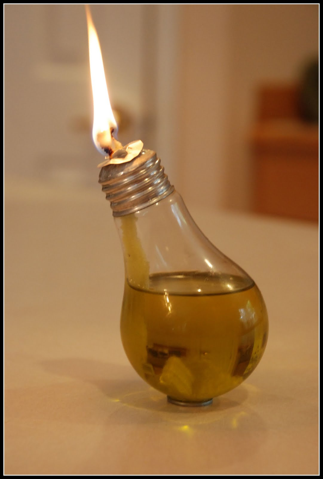 Homemade Serenity: Make It! Light Bulb Oil Lamp