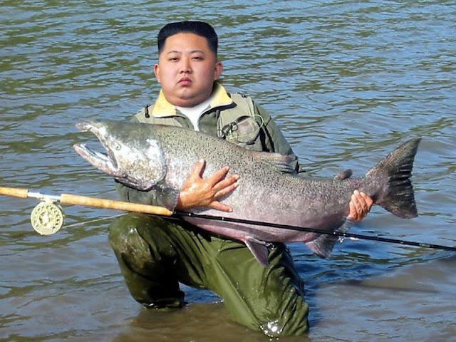 Kim Jong-un mostrando como se pesca com perfeição
