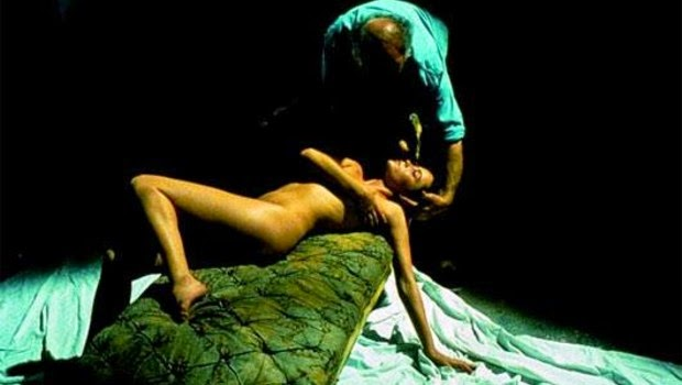 naked Emmanuelle Beart being posed by painter