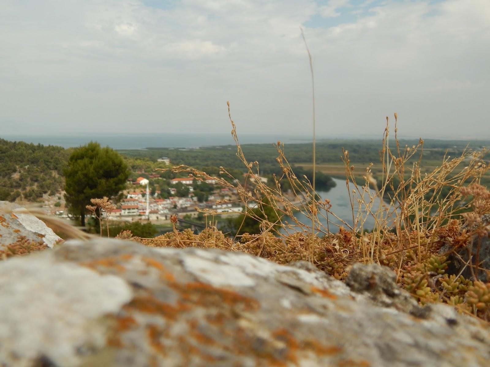 Výhled na Skadarské jezero v Albánii