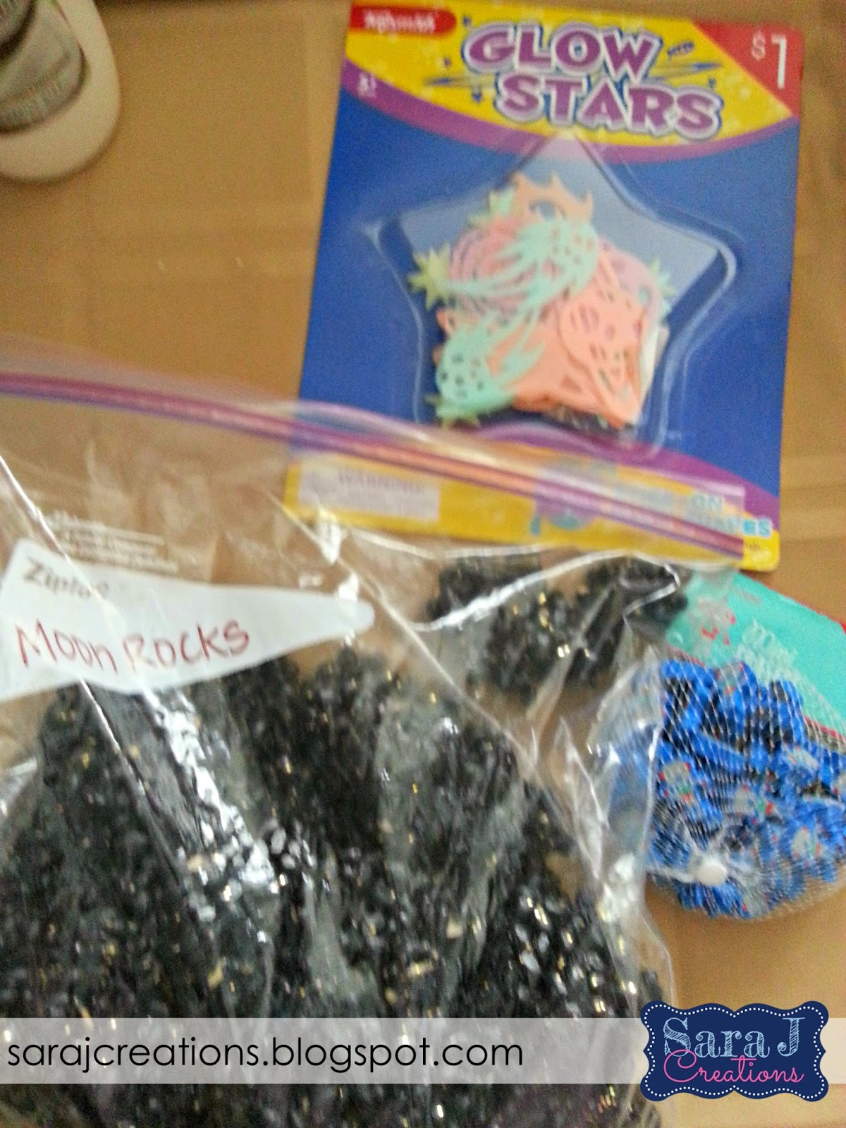 Sensory bin gift idea would be perfect for the toddlers or preschoolers in your life!