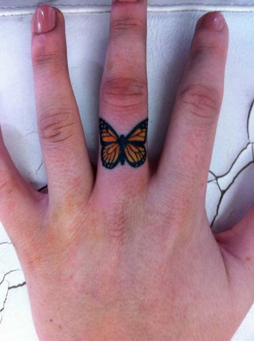 parmak kelebek dövmesi finger butterfly tattoo