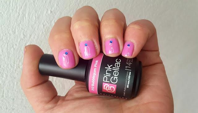 Manicura semipermanente rosa chicle