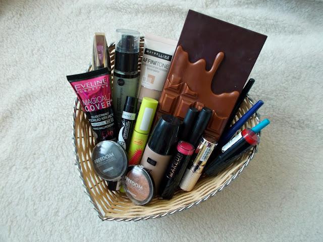 Wakacyjny poradnik urodowy: wakacyjny makijaż