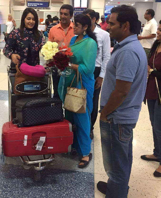 Actress Rashi Khanna Receives Grand Welcome By NRIs At TPAD Bathukamma Celebrations