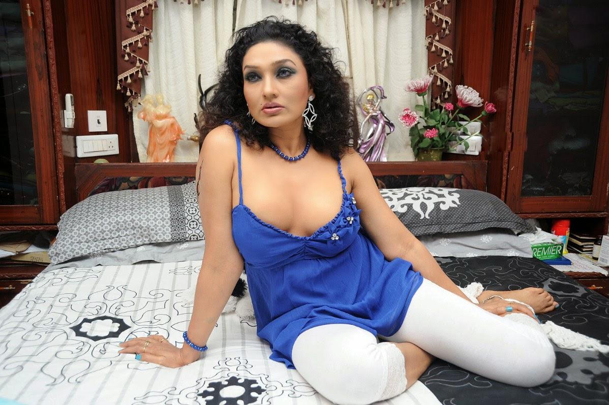 Hot Telugu Aunties Spicy Images In Delhi - Bollywood