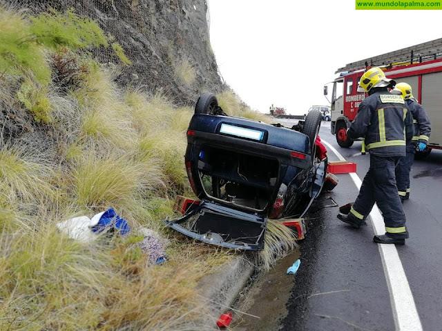 Un vehículo volcó ayer en Puntallana