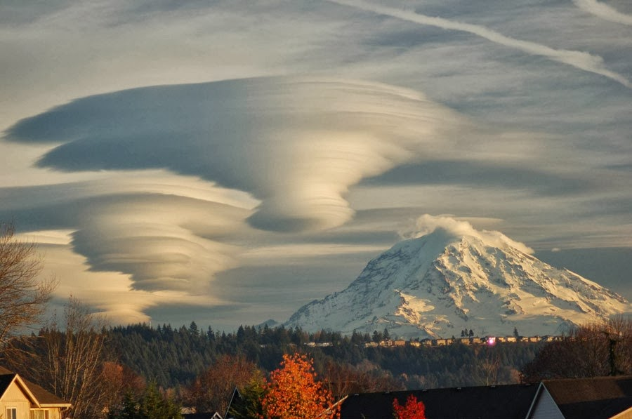 Lenticulars, Mt. Rainier, Washington