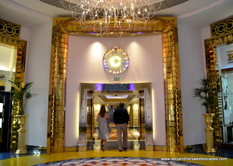 Burj al arab the world 39 s most luxurious hotel inside and for Burj al arab interior