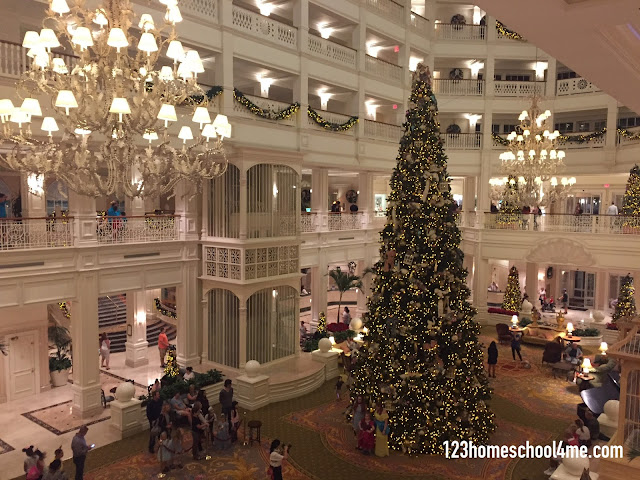 disney-world-christmas-resort-decorations-tip