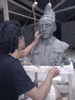 Proses pembuatan patung dada