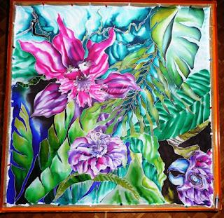 orchidea różowa na jedwabiu, apaszka, duże liście  jak w dżungli