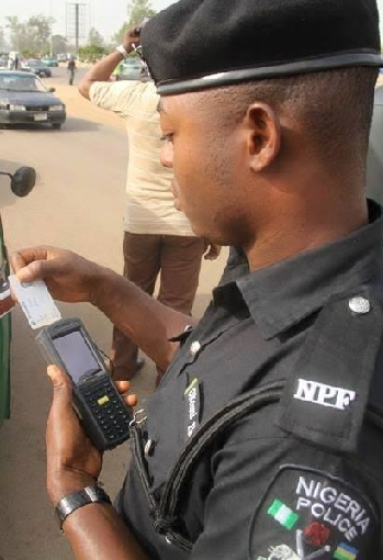 Video of Nigeria Police Taking Bribe Using POS Machine Goes Viral