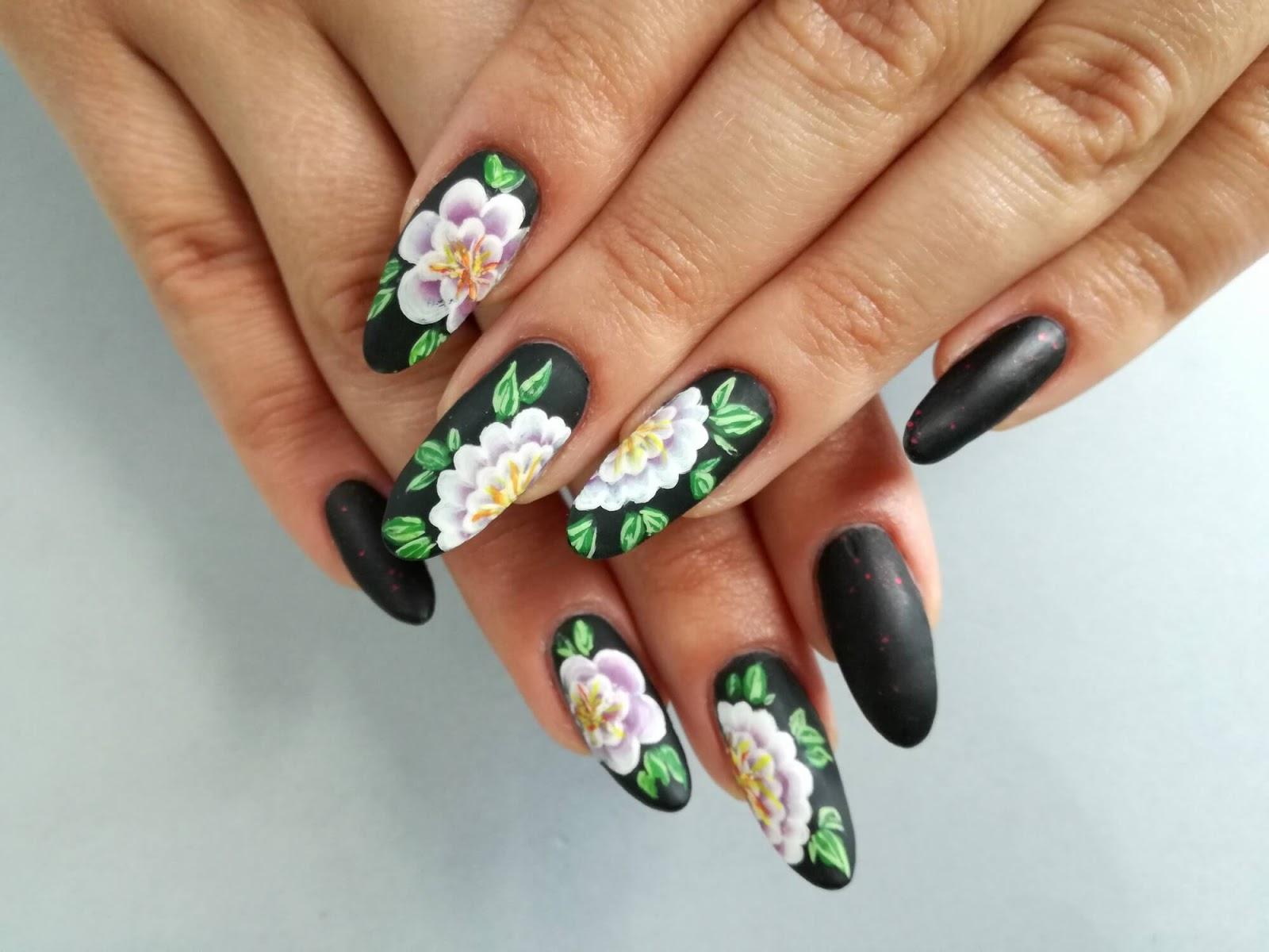 paznokcie w kwiaty