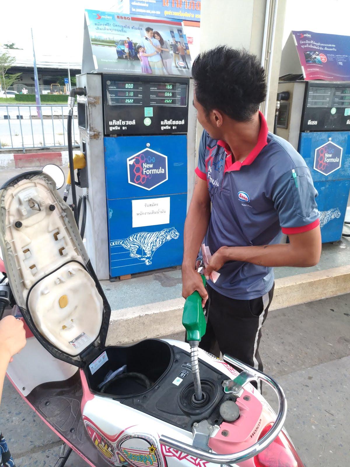 阿堡的世界: 泰國摩托自由行遊大城 (阿瑜陀耶):租車介紹
