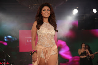 Manjari Phadnis Walks the Ramp At Designer Nidhi Munim Summer Collection Fashion Week (4).JPG