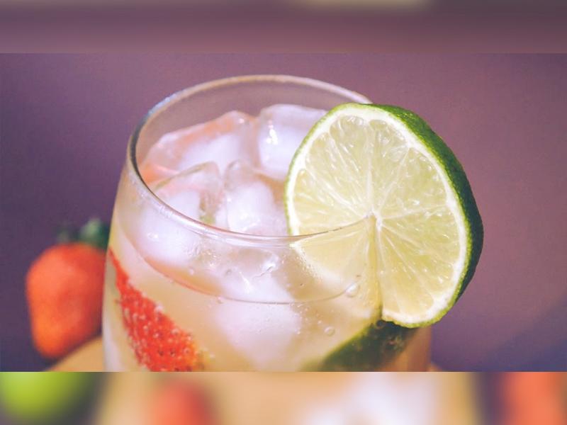 Клубничный эль:  простой рецепт имбирного эля с клубникой и лаймом