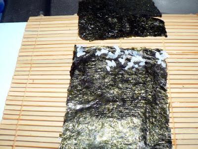 外巻きに使う海苔をご飯粒を使って延長