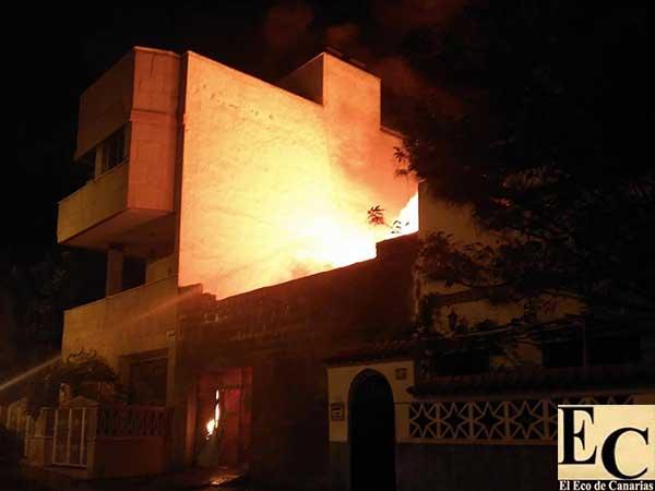 Incendio  en un solar de la calle Pepe Álamo, barrio Pedro Hidalgo