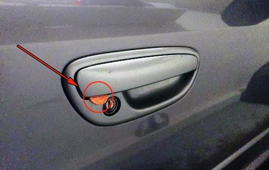 Προσοχή: Εάν δείτε ένα νόμισμα κολλημένο στην πόρτα του αυτοκινήτου σας, δείτε τι πρέπει να κάνετε!
