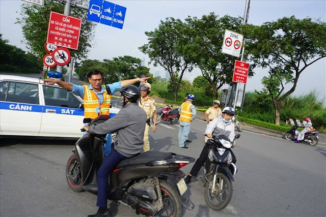 Lối vào hầm sông Sài Gòn bị lực lượng chức năng phong tỏa để giải quyết sự cố