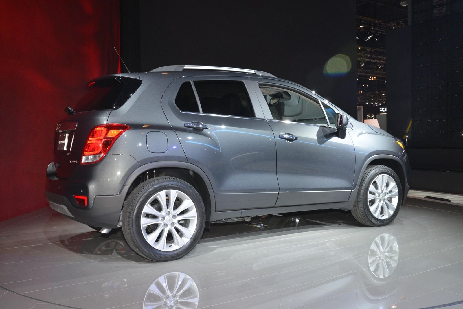 2017 chevrolet trax flashes its new face in chicago. Black Bedroom Furniture Sets. Home Design Ideas