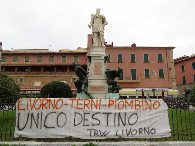 Four Moors with a TRW banner, piazza Cavour, Livorno