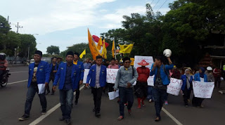 Hari Tani, PMII Se-Jatim Demo Gedung DPRD